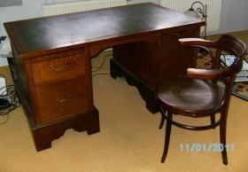 Foto 5 restaurierter Schreibtisch