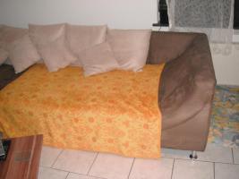 Foto 2 riesengrosse gemütliche wohn-schlafcouch in einerr schönen braun mit weissen kissen