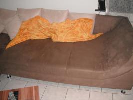 Foto 3 riesengrosse gemütliche wohn-schlafcouch in einerr schönen braun mit weissen kissen