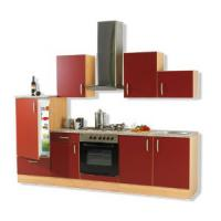 roter küchenblock mit e-geräte