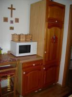 schicke Landhausküche mit E-Geräten