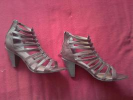 sch�ne hoche R�mersandalen Pumps in 40/41