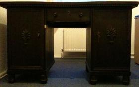 sch�nen alten Herrenzimmer-Schreibtisch
