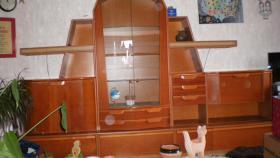 schöner Wohnzimmerschrank, Kirschholz mit Glasvitrine