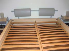sch�nes modernens Doppelbett inkl. Lattenrost und Nachtk�stchen