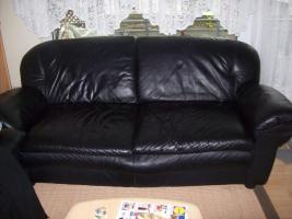 Foto 2 schwarze Ledercouch 3-2-1