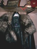 schwarze nappalederjacke mit pelzbesatz für Damen