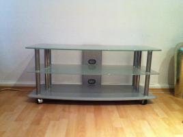 sehr moderner TV-Tisch