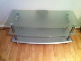 Foto 2 sehr moderner TV-Tisch