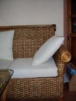 Foto 5 sehr schöne Rattan Couchgarnitur, weiße Auflagen 3-2/Tisch