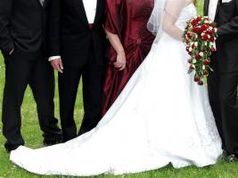 Foto 2 traumhaftes Brautkleid m. Schleppe/Jacke/Stola ivory Gr 38-42- Corsage mit eingearb.
