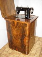 Foto 2 verbaute Nähmaschine ''Rast & Gasser'', mit Untertisch