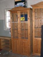 Foto 2 verkaufe vitrienen 2 stück , 1 bücherregal, wohnzimmertisch