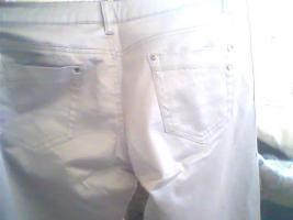 Foto 4 verkaufe !! eine schicke silberne satin hose von*GirL ViVI*gr. 40 kaum getragen 1 kleiner fleck am fuß hinten :S sieht mann aber kaum verkaufe sie für 5€