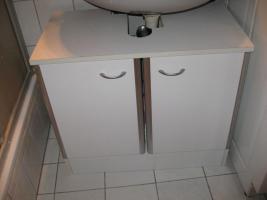 weißer Waschbeckenunterschrank zu verschenken