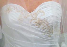 Foto 5 wunderschönes elfenbeinfarbenes Brautkleid