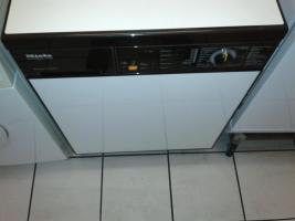 zum verkauf steht eine Waschmaschine Miele W 989  , die Maschine hat alle gängigen Waschprogramme , mit 6 Monaten- Garantie  Miele Waschmaschine W 989 Novotronic 1600U/ min WPS  WATERPROOF-SYSTEM