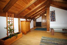 zwei Zimmer Dachgeschoss-Wohnung