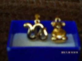 zwei vergoldete Ketten-Anh�nger