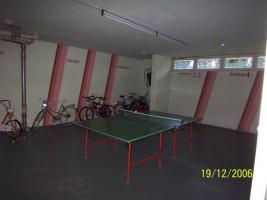 Raum für Fahrräder Skisachen und Tischtennis