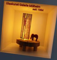 Foto 9 1010 Wien - TIFFANY LAMPEN REPARATUR Essen Düsseldorf Duisburg Linz Wien NRW & Glaskunst Galerie Mülheim & Eine schöne Einrahmung für ihren Garten mit GLAsKUNsT aus Mülheim an der Ruhr.