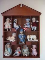 Foto 2 11 Puppen-Babys incl. Schaukasten