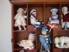 Foto 3 11 Puppen-Babys incl. Schaukasten