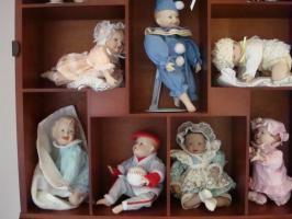 Foto 4 11 Puppen-Babys incl. Schaukasten