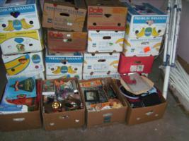 Foto 2 12 Bananenkisten voll mit  Krimskrams eine Kiste 5,00 €