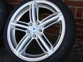 18 ''RS6 Audi Mercedes VW Golf / Jetta / Passat 225/40/18 (140)  Eine neue Reihe von Rädern Enthält Links  RS6  Spezifikationen: Insert: 5x112 Offset: 45 Breite: 8,0 J Größe: 18 Zoll Farbe: Silber Reifen: 225/40/18 (USA)  Alles ist neu !!! Für € 899, -  A