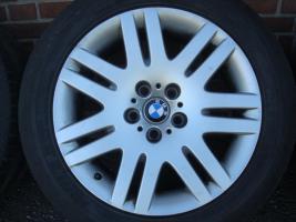 18 Zoll BMW Felgen & Reifen 93 (Stich 5 X 120)  Farbe: Silber Durchmesser: 18 Zoll Rastermaß: 5 x 120 Offset: 24 Reifenmarke: Michelin Reifengröße: 245 / 50R18 Preis: € 499, -  Handel ist möglich!  202