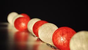 Foto 2 20 White & Red Cotton Ball String Party, Patio, Wedding