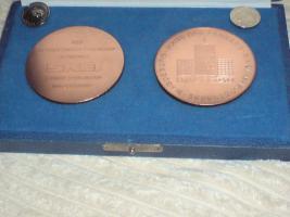 2x Anstecknadeln 2x Medaillen SKET Magdeburg DDR