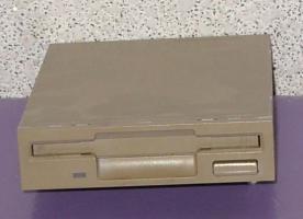 3,5 Zoll Diskettenlaufwerk; 1,44 MB