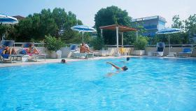 hoteleigener swimmingpool
