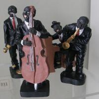 4 Musiker abzugeben