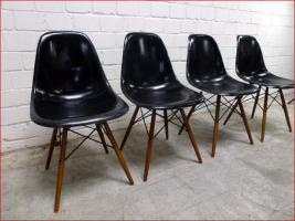 Foto 2 4 x original 60s CHARLES EAMES Fiberglas Chair