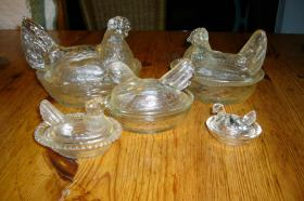 Foto 3 5 Glashühner mit Deckel