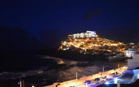 Blick von der großen Terrasse auf den schönen Ort Castelsardo bei Nach
