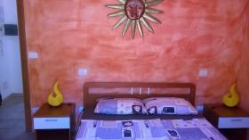Schlafzimmer mit Doppelbett Juli 2016 renoviert