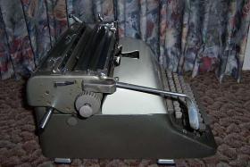 Foto 3 Adler - Büroschreibmaschine