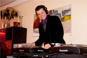 Alexander: DJ für Hochzeiten, Geburtstagsparty, Firmenfeier, Event