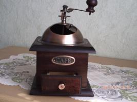 Foto 3 Alte Handkaffeemühle aus Holz