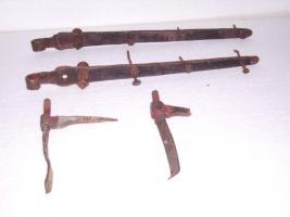 Alte Langbänder Türbeschlag mit Türkloben und geschmiedeten Nägel