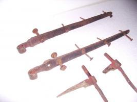 Foto 5 Alte Langbänder Türbeschlag mit Türkloben und geschmiedeten Nägel
