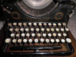 Foto 2 Alte Schreibmaschine Triumph