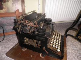 Foto 3 Alte Schreibmaschine Triumph