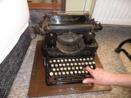 Foto 5 Alte Schreibmaschine Triumph