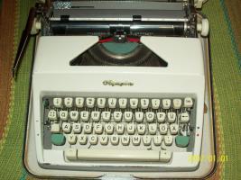 Foto 2 Alte Schreibmaschinen
