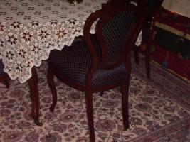 Antike Esstisch mit 6 Stühle